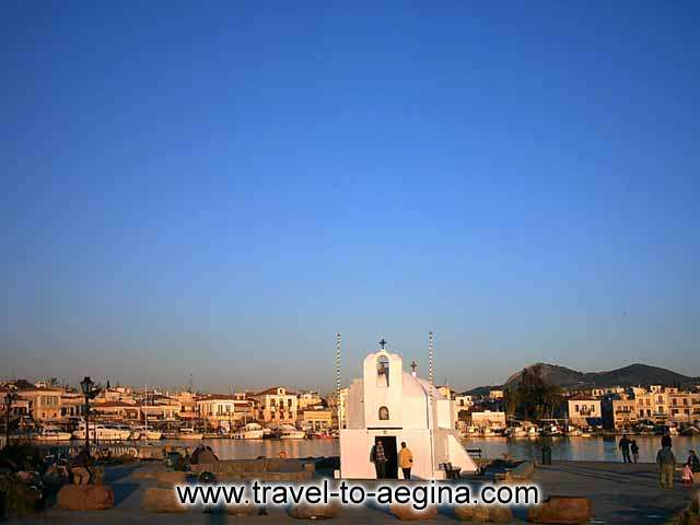 AEGINA PHOTO GALLERY - AEGINA CITY VIEW FROM THE PORT